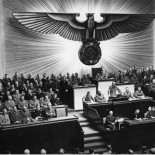 Hitler &amp; co. (foto: Bundesarchiv, Bild 183-1987-0703-507 / unbekannt / CC-BY-SA 3.0)
