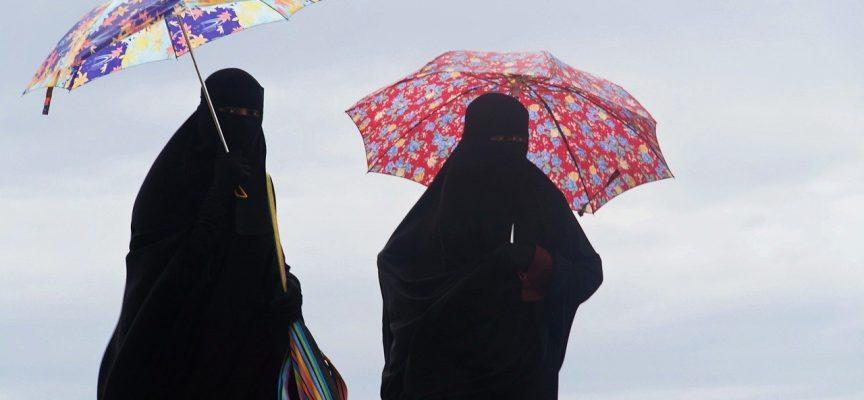 Iranske transvestitter raser over burkaforbud