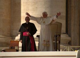 Nederen, når de tror, jeg er Jesus – et eksklusivt portræt af Paven