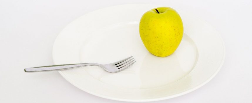 Chokerende nyt kostråd: Spis mindre og tab dig