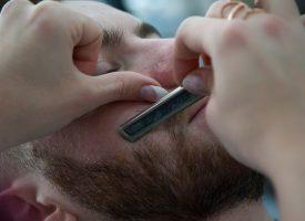 Kønsforsker: Ansigtsbarbering er mandeundertrykkende