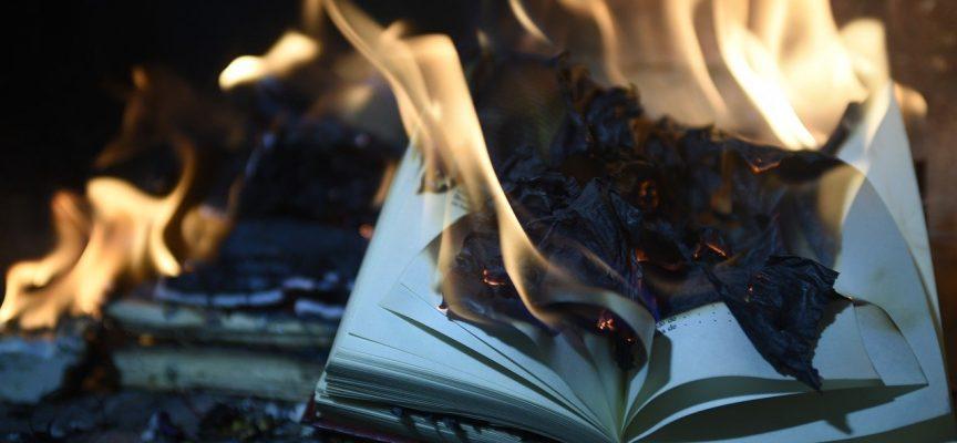 Afbrænding af Søren Ryge-bog fører til blodig opstand på plejehjem