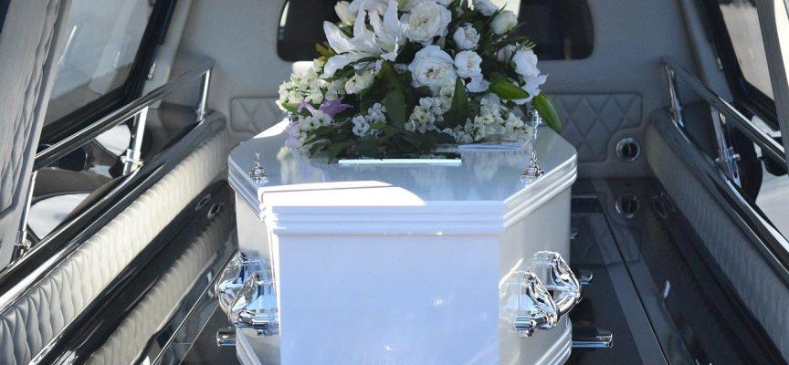 Sorgramt familie inviterer Ekstra Bladet til begravelse
