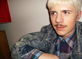 Marta om: Hipster overvejer at fjerne overskæg.