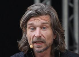 Knausgård i chok: Har Hitler også skrevet en bog, der hedder Min Kamp?
