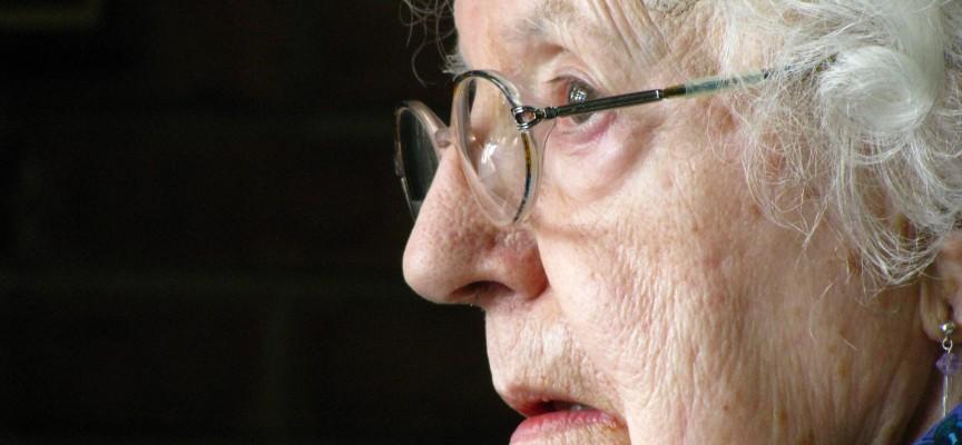 Ældre kvinde rost for ikke at være udtørret og dement