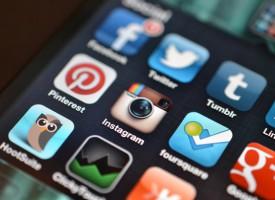 Facebookbruger opdager verden af information bag nyhedsopslag