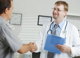 Flink læge fundet på skadestue