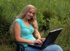 Specialestuderende går i gang med arbejdet igen, når hun lige har ringet til SKAT og måske lavet et par mavebøjninger