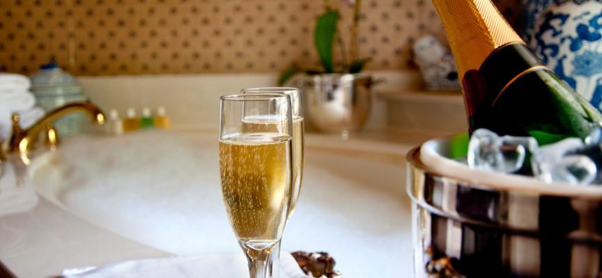Champagnedrengen bliver rollemodel for udsatte iværksættere: Vil vise vejen ud af bedrageri