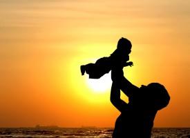 Nybagt mor jubler over råd fra barnløse veninder