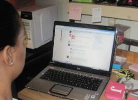 Kvinde forlader Facebook uden større ståhej