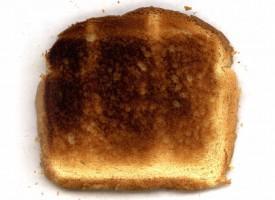 Kvinde opdager usynlige sociale strukturer på toastbrød