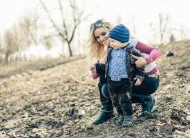 Kvinde opdrager barn uden at skrive debatindlæg om det