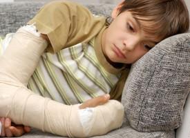 Kritiske forældre: Gips giver autisme