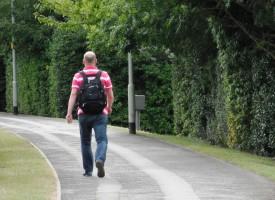 Rokoko Classic: Midaldrende mand undgår sexistiske tilråb på 20 timers gåtur i Ikast