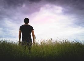 Solstrålehistorie: Etnisk person kan stå på bagbenene