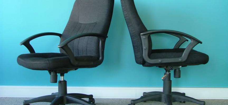 Bogholder dømt for at arbejde på kontorstol uden armlæn