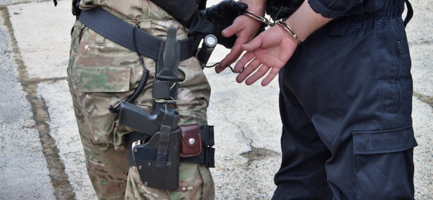 Militæret overtager politiets opgaver: Anholdt cyklist for højresving og udleverede ham til irakisk hær