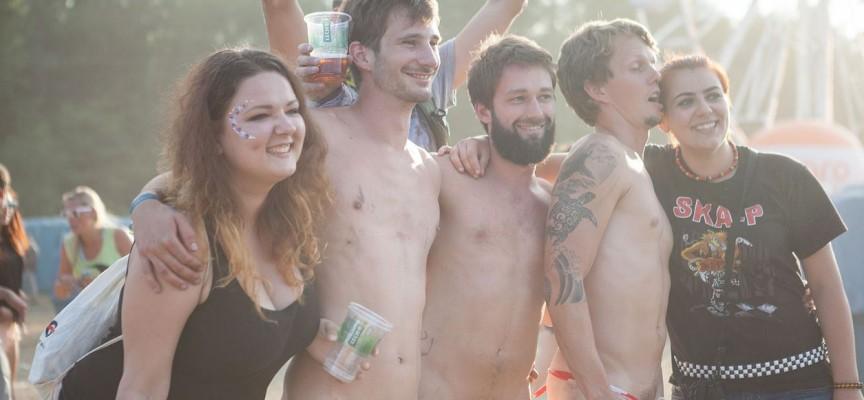 Denne artikel om nøgenløb på Roskilde er blot et alibi for at vise fotos af kønsorganer og bryster