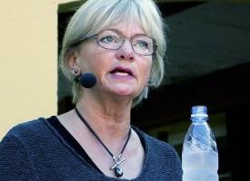 Pia raser over t-shirts: Folketingssalen skal være politisk neutral
