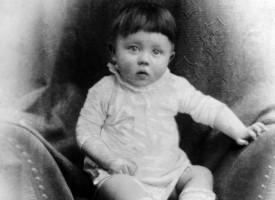 Baby-Hitler dræber tidsrejsende (fra arkivet, 1890)