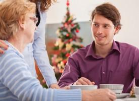 Eskilds familie synes, det er vildt spændende at høre om, hvordan julen faktisk ikke er en kristen højtid