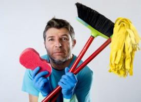 Så meget bør din mand hjælpe til derhjemme, når han er 30, 40 og 55 år