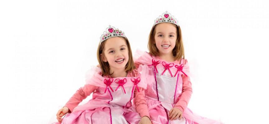 Mary og Marie raser: Krænkende at klæde sig ud som prinsesser