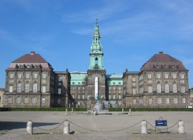 "Rokoko Classic: Christiansborg-journalist udgiver ""ren fiktionsroman"" ved navn Christiansborg"