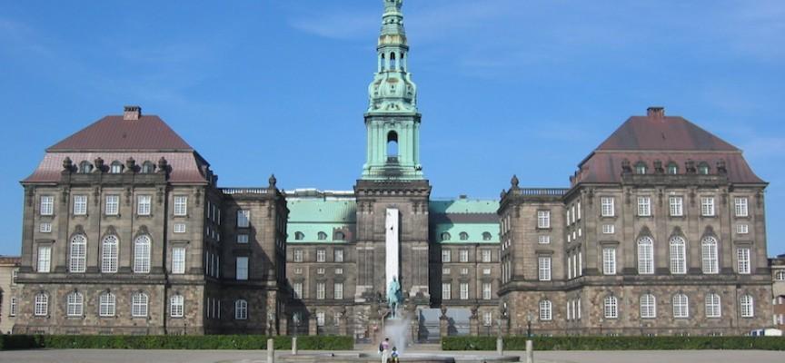 "Christiansborg-journalist udgiver ""ren fiktionsroman"" ved navn Christiansborg"