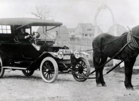 Rokoko Classic: Nu bliver automobiler tilladt, hvis man spænder en hest foran (fra arkivet, 1904)