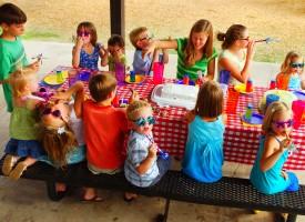 Thomas Treo anmelder børnefødselsdag: Hysterisk og barnlig
