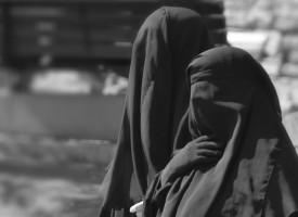 Ayesha smed burkaen: Tvang fik mig til at elske demokratiet
