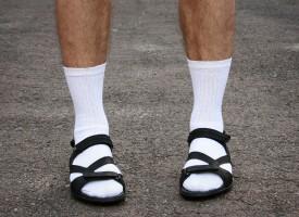 Folketinget vedtager forbud mod sokker i sandaler