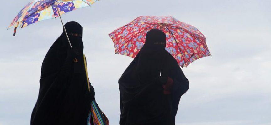 Drejning i burkadebatten: Burkakvinder skal behandles som prostituerede