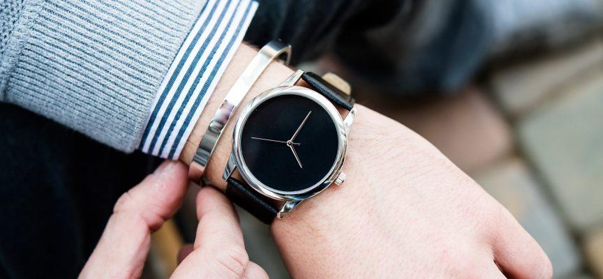 Banebrydende armbåndsgadget viser kun tiden