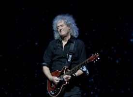 Brian May opfandt tidsmaskine for at spille sig selv som ung i Bohemian Rhapsody