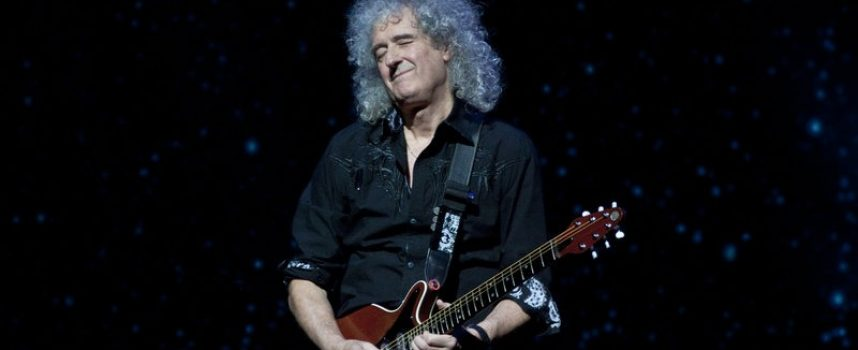 Brian May opfandt tidsmaskine for at spille sig selv som ung i Bohemian Rhapsody