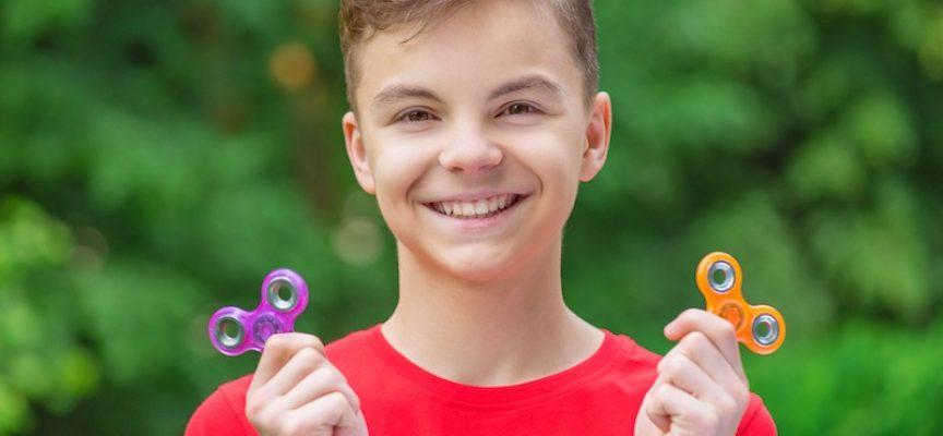 Klimaprotesterende børn distraheres af ny fidget spinner