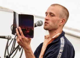 Kunstners racismeanklage ændrede alt: Nu går Allan ind for fri indvandring