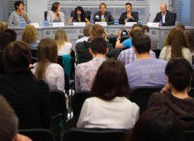 Ekspert: Derfor kan journalister ikke sprede corona-smitte