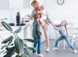 Stor guide: Sådan undgår du at kvæle dine børn under coronakrisen