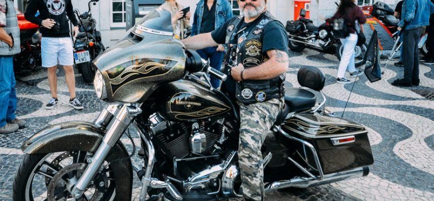 Harley-Davidson-biker krænket: Folk stirrer og stiller spørgsmål