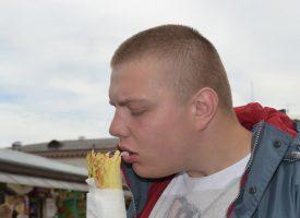 Breaking: Mand spiser rullekebab uden at svine