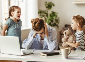 Middelklasseforældre trygler regeringen: Aflys vinterferien, vi kan ikke mere